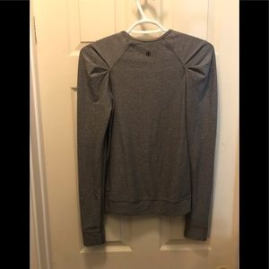 Lululemon long sleeve gray active top size 4